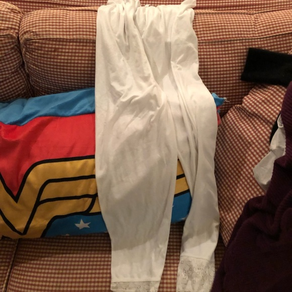 436a23fc7021e3 White leggings with lace bottom. M_5c49021ac89e1d826456b9be.  M_5c49021b3c98449e7cf395ec. M_5c49021c3e0caa2e2252c368